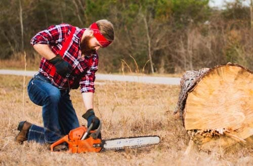 How do I get my chainsaw to idle?