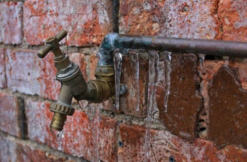 How long does it take for pipes to freeze?