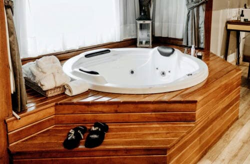 How much electricity does a hot tub use?